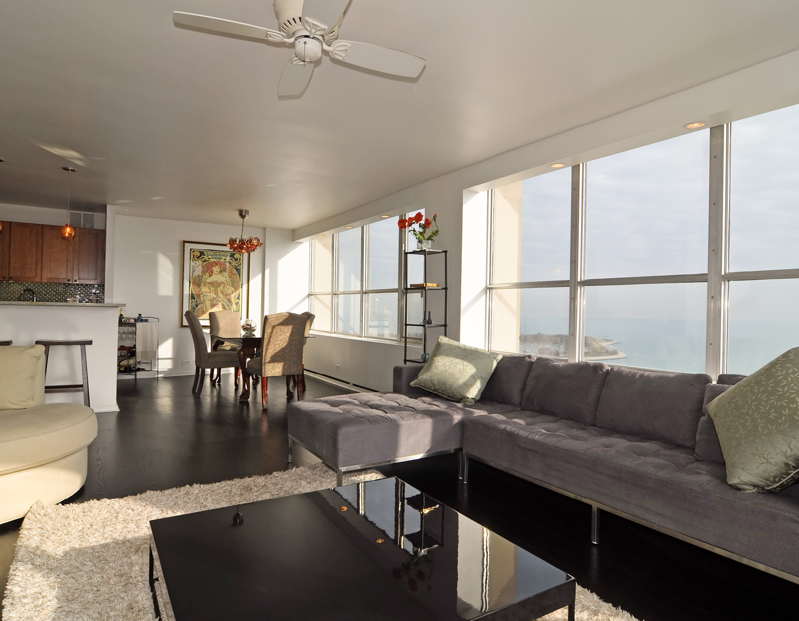 CMA 655 Irving Park - 2 Bedrooms