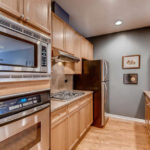 Rogers Park - 7742 North Sheridan Road Unit 1R, Chicago, IL 60626 - Kitchen