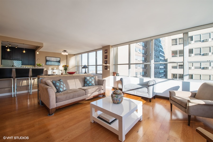 Lakeview - 655 Irving Park Road Unit 1401, Chicago, IL 60613 - Living Room