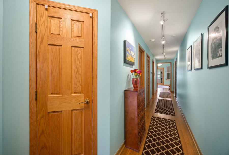 Andersonville - 5644 North Wayne Avenue Unit 1, Chicago, IL 60660 - Hallway