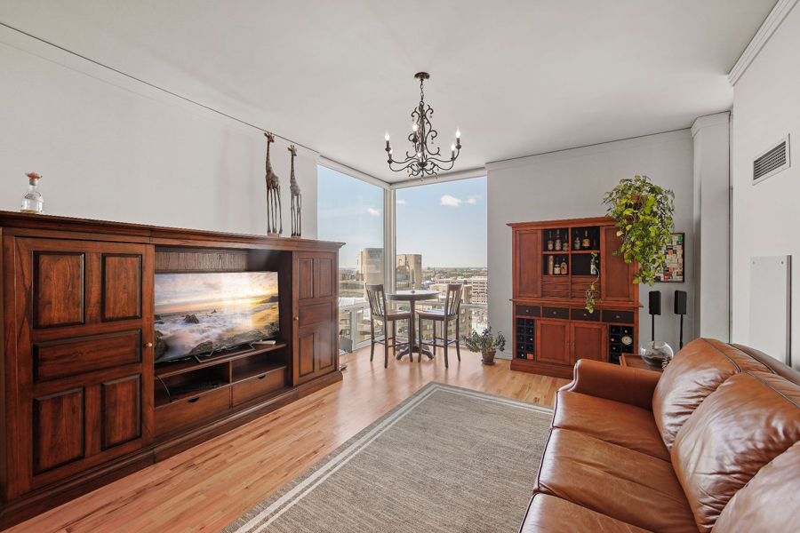 Printers Row - 170 West Polk Street Unit 1503, Chicago, IL 60605 - Living Room
