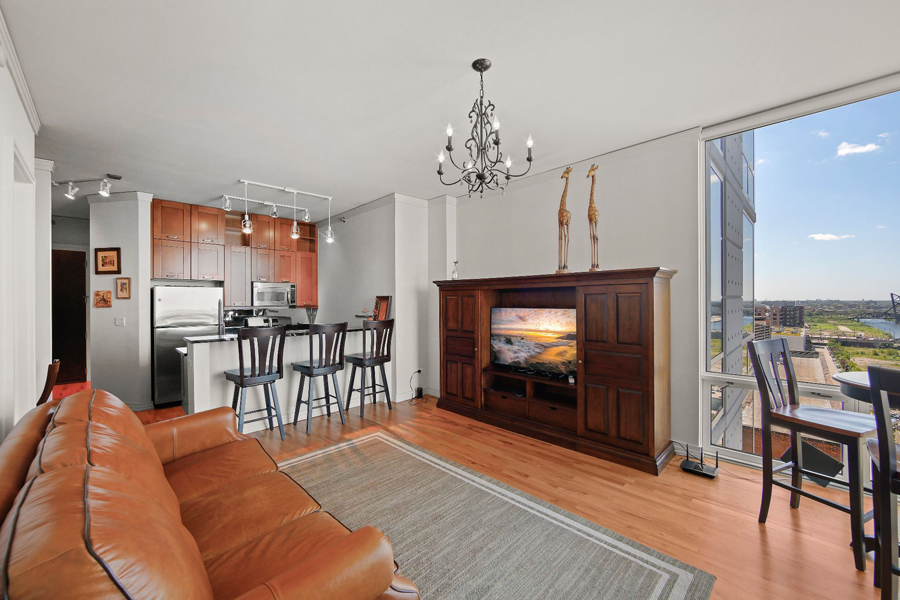 Printers Row - 170 West Polk Street Unit 1503, Chicago, IL 60605 - Living Room & Kitchen