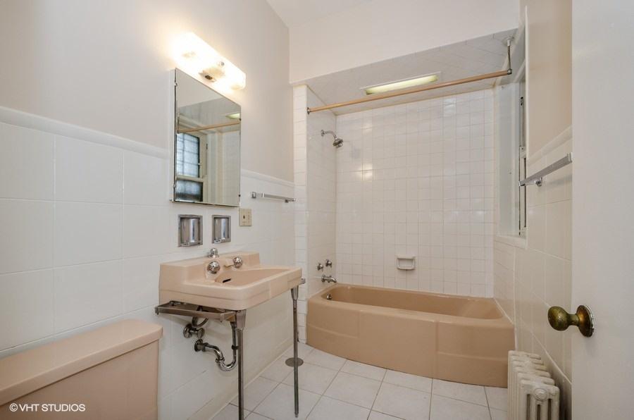 Rogers Park - 1408 West Jonquil Terrace Unit 3, Chicago, IL 60626 - Bathroom