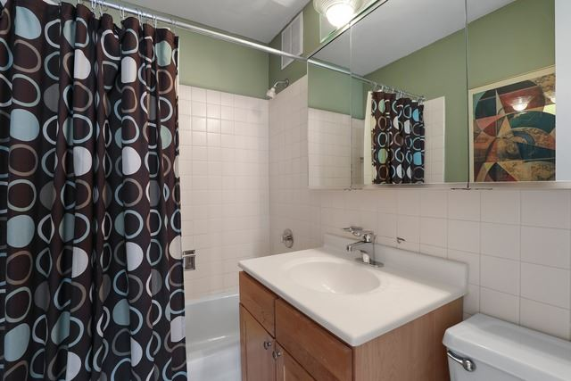 Lakeview - 655 West Irving Park Road Unit 3402, Chicago IL, 60613 - Bathroom