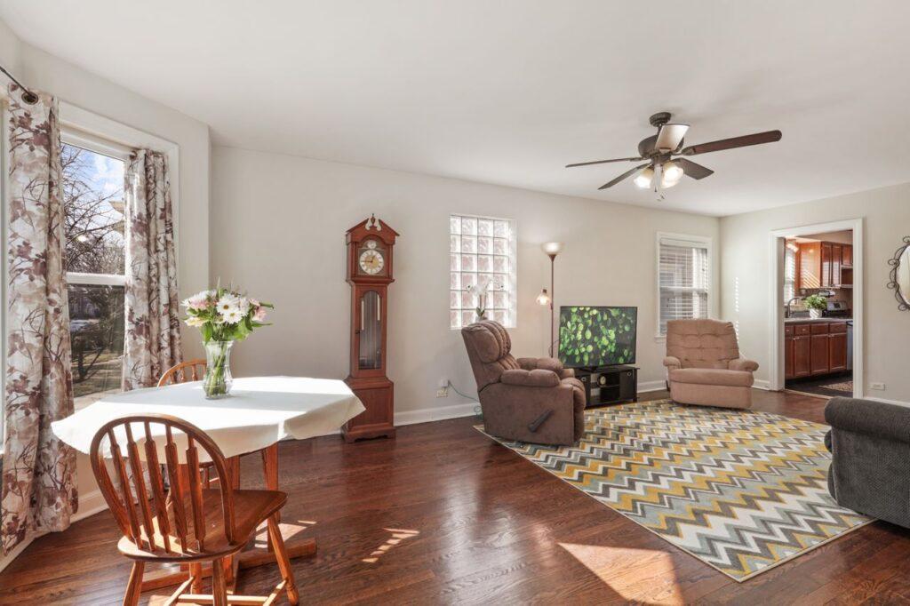 West Ridge - 2832 West Jerome Street, Chicago, IL 60645 - Living Room