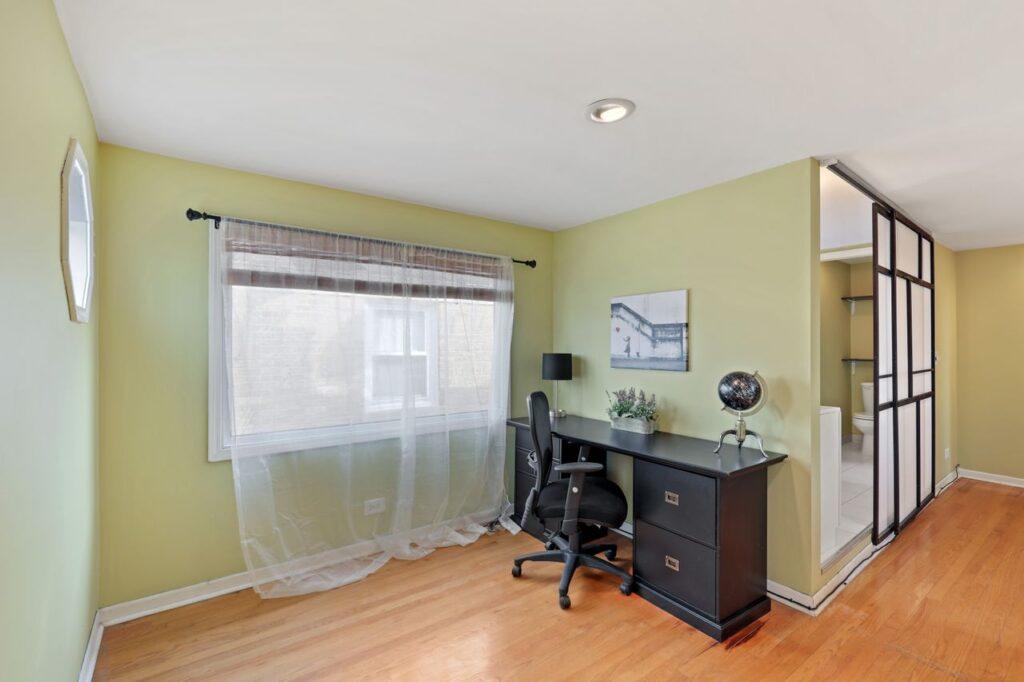 West Ridge - 2832 West Jerome Street, Chicago, IL 60645 - Office